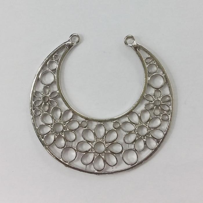 Pendentif rond en métal motif fleurs 48mm argent x1