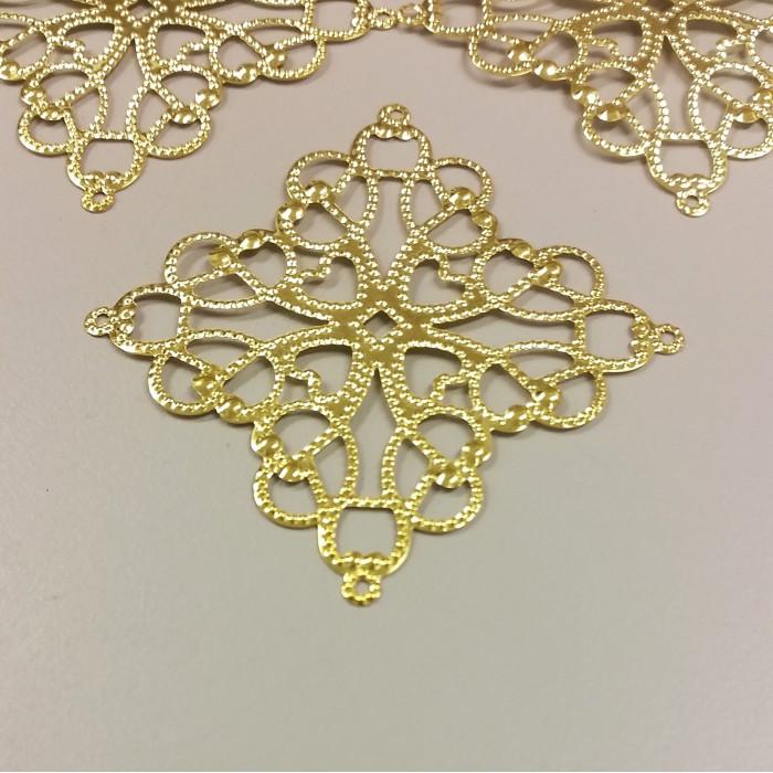 Estampe filigranée coeur carrée 41mm doré x1