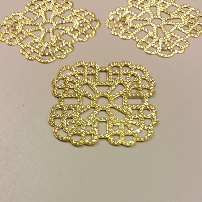 Estampe filigranée carrée 36mm doré