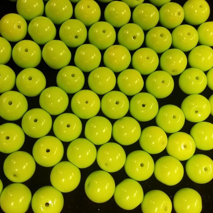 Perles en verre unies vert pistache