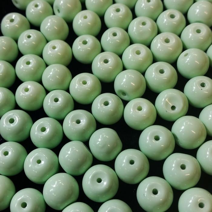 Perles en verre unies vert menthe