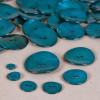 Bouton en nacre deux trous bleu