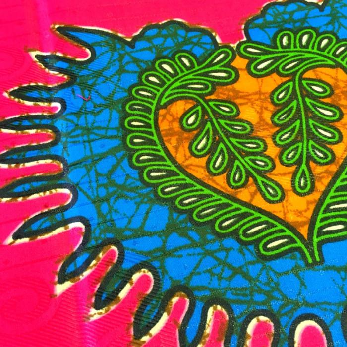 Tissu bazin motifs africains coeur rose