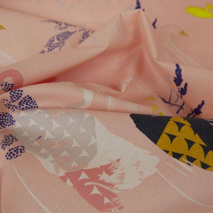 Tissu coton enduit Okina Hana cygnes rose - Rico design x 10 cm