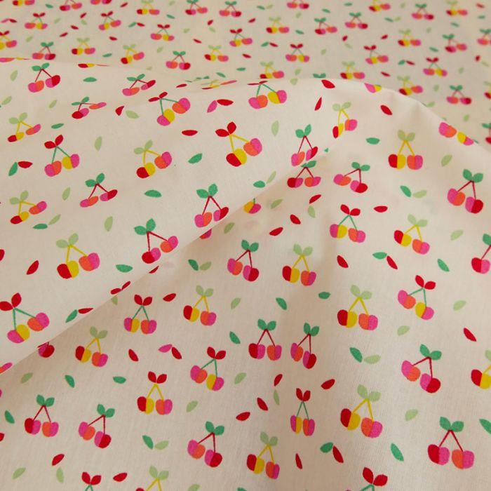 Tissu coton enduit cerises - blanc x 10 cm