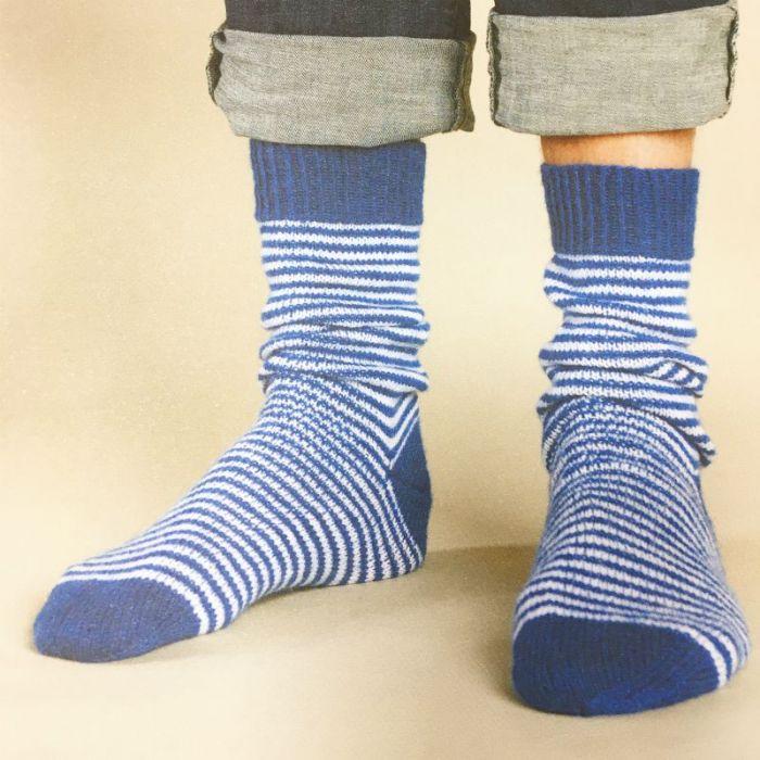 Modèle chaussettes 03 - fines rayures - Rico design