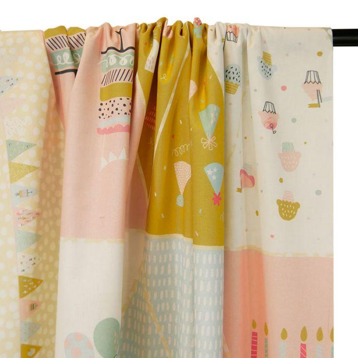 Tissu panneau fanions gourmandises - rose x 1 m
