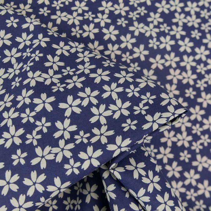 Tissu popeline coton fleurs sakura - bleu foncé x 10 cm