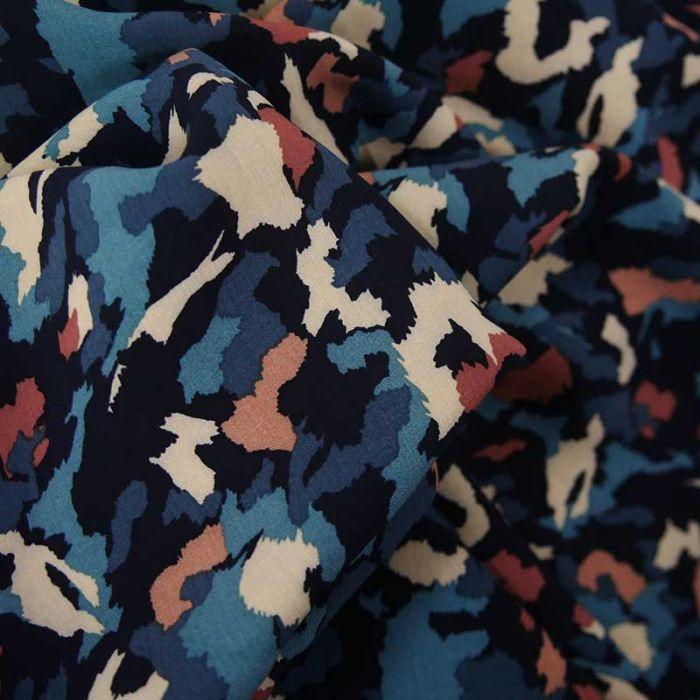Tissu viscose camouflage abstrait - bleu x 10 cm