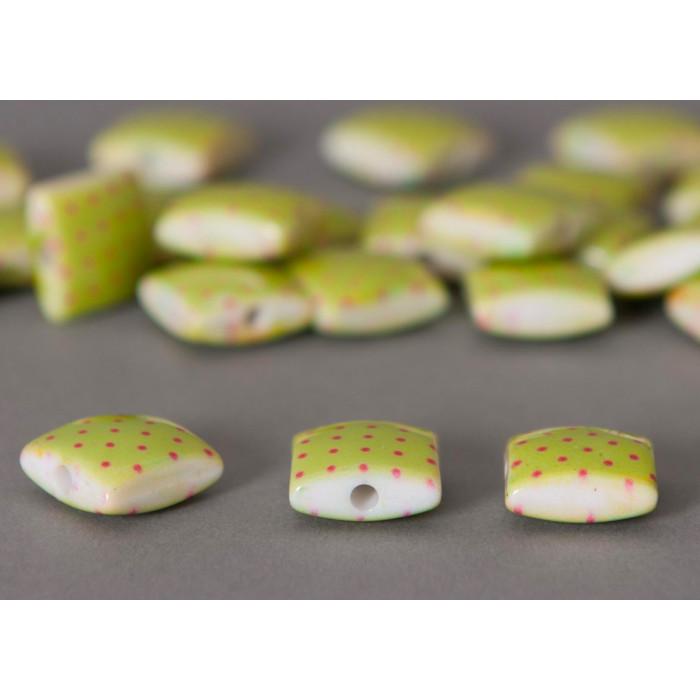 Perle plate carrée verte à petits pois x1