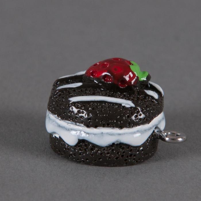 Breloque gateau fourré avec fraise x1