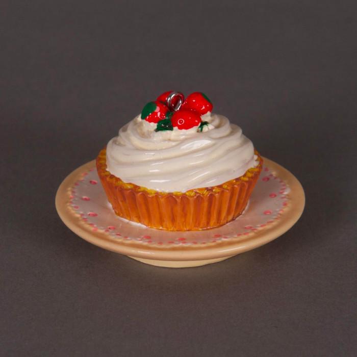 Breloque gateau aux fraises crème blanche x1