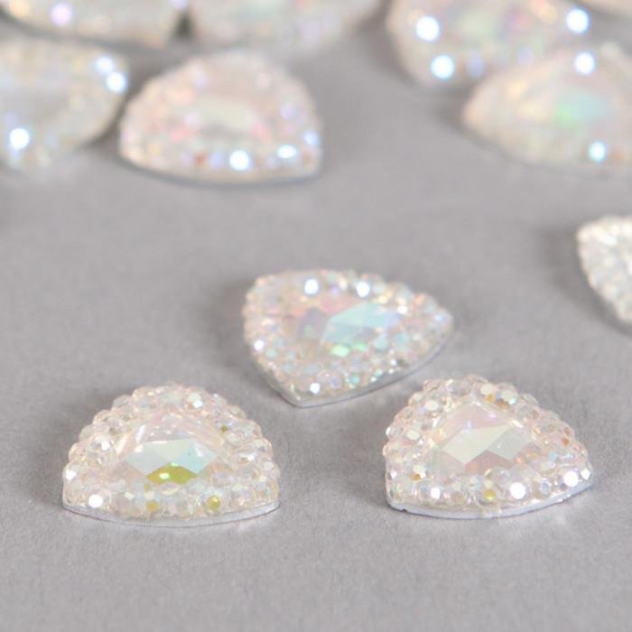 Cabochon triangle à facettes 13mm cristal AB x1