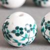 Perle en céramique Fleurie ronde Vert / Bleu foncé 12mm x1