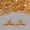 Breloque cintre ancien doré x1
