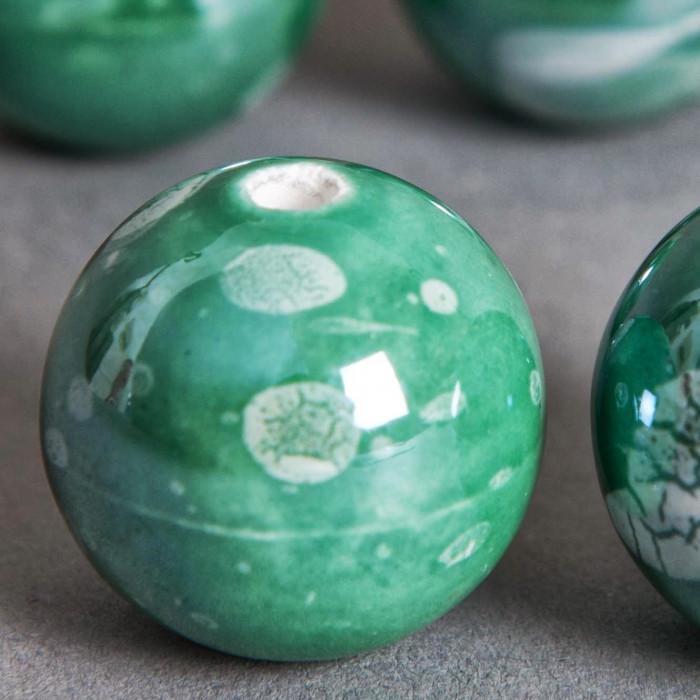 Perle en céramique à motifs ronde vert 16mm x1