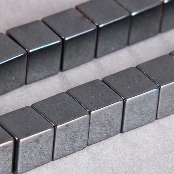 Hématite en forme de cube 6mm x10
