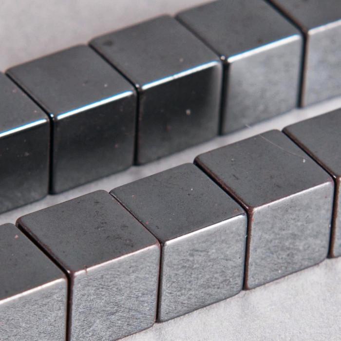 Hématite en forme de cube 10mm x2