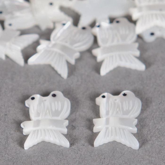 Pendentif nacre couple d'oiseaux 15mm blanc x1